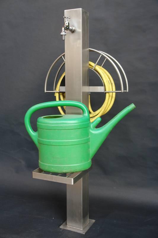 Wasserstation fr den Garten mit Gartenschlauch und