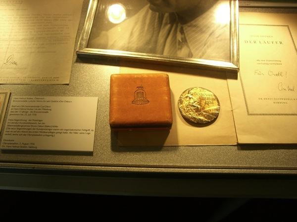 Eine Olympische Medaille verliehen im Literatur-Kunstwettbewerb
