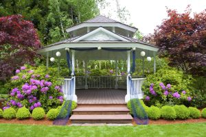 How an Outdoor Structure Creates a Central Focus for Your Landscape Design