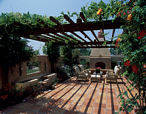 inviting front yard courtyard