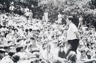 Barry Olivier speaking to audience in Faculty Glade concert, Berkeley Folk Music Festival, 1964
