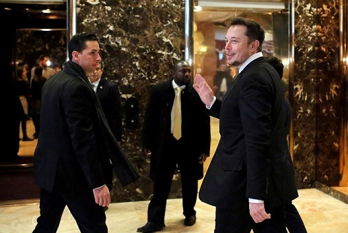 CEO at Tesla Elon Musk enters Trump Tower ahead of a meeting of technology leaders with President-elect Donald Trump in Manhattan, New York City, U.S., December 14, 2016. REUTERS/Andrew Kelly - RTX2V2RH