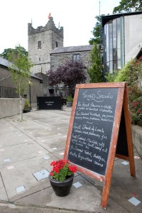 The courtyard of the Kingfisher Bistro.