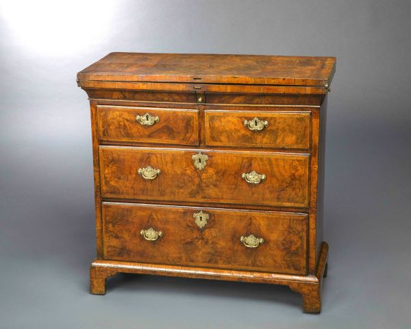 Exceptional George Walnut Bachelor Chest Of Drawers