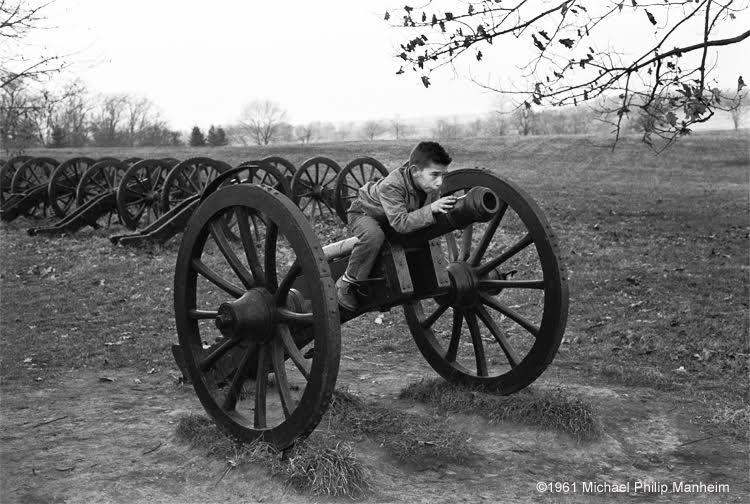 boy-on-civil-war-cannon