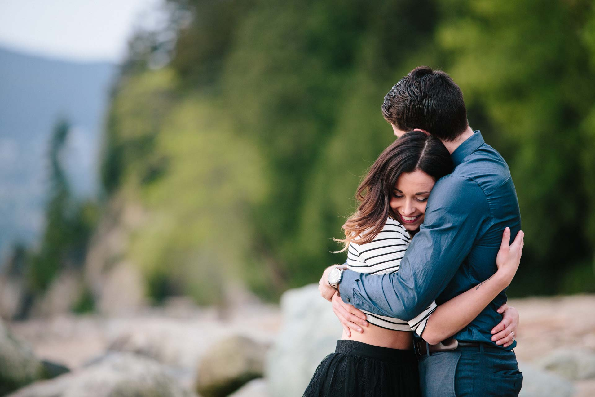 joel caitlin stanley park vancouver engagement photo