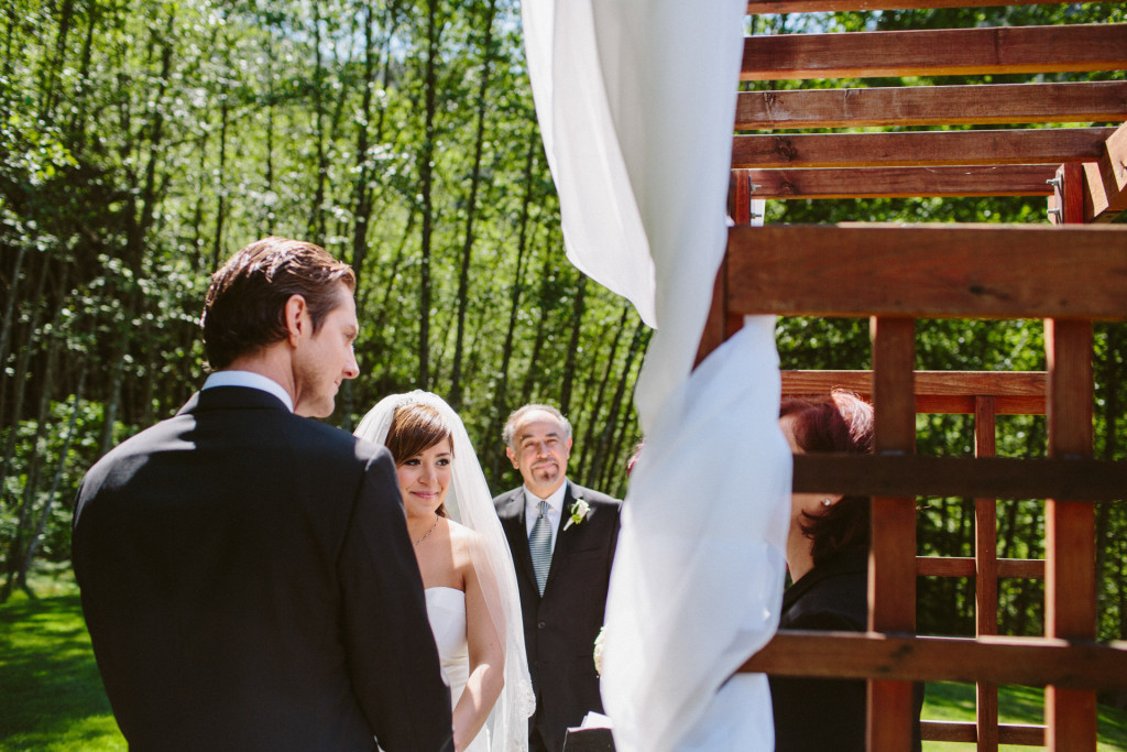 vancouver wedding photos outdoors at furry creek golf course