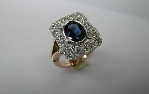 Antique Style Oval Sapphire And Diamond Ladies Dress Ring