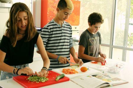 ילדים מבשלים מביסים קטנים