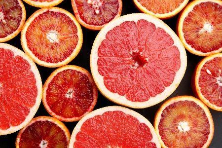 מתהדרים באדום / צלי עוף בתפוזי דם / סלט פומלה אסייתי