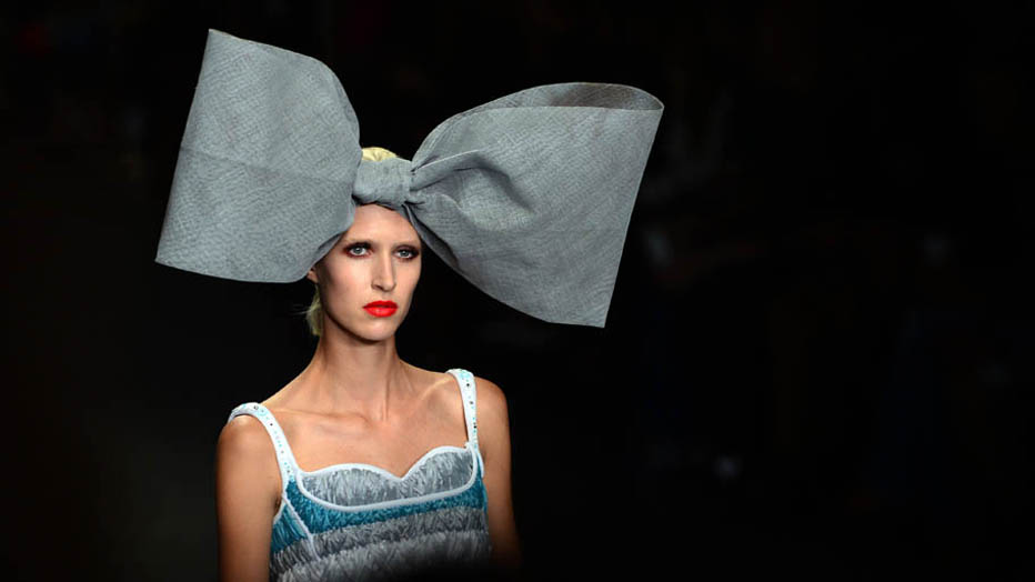 Modelo da grife Sibling no London Fashion Week. Foto de Carl Court /AFP