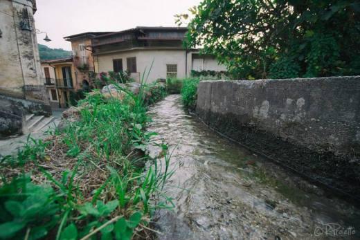 Corso d'acqua vicino alla Chiesa della Montagna serviva a portare l'acqua ai mulini.
