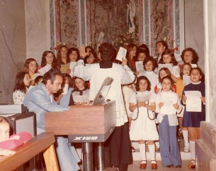Cordiani all'organo della chiesa della Montagna