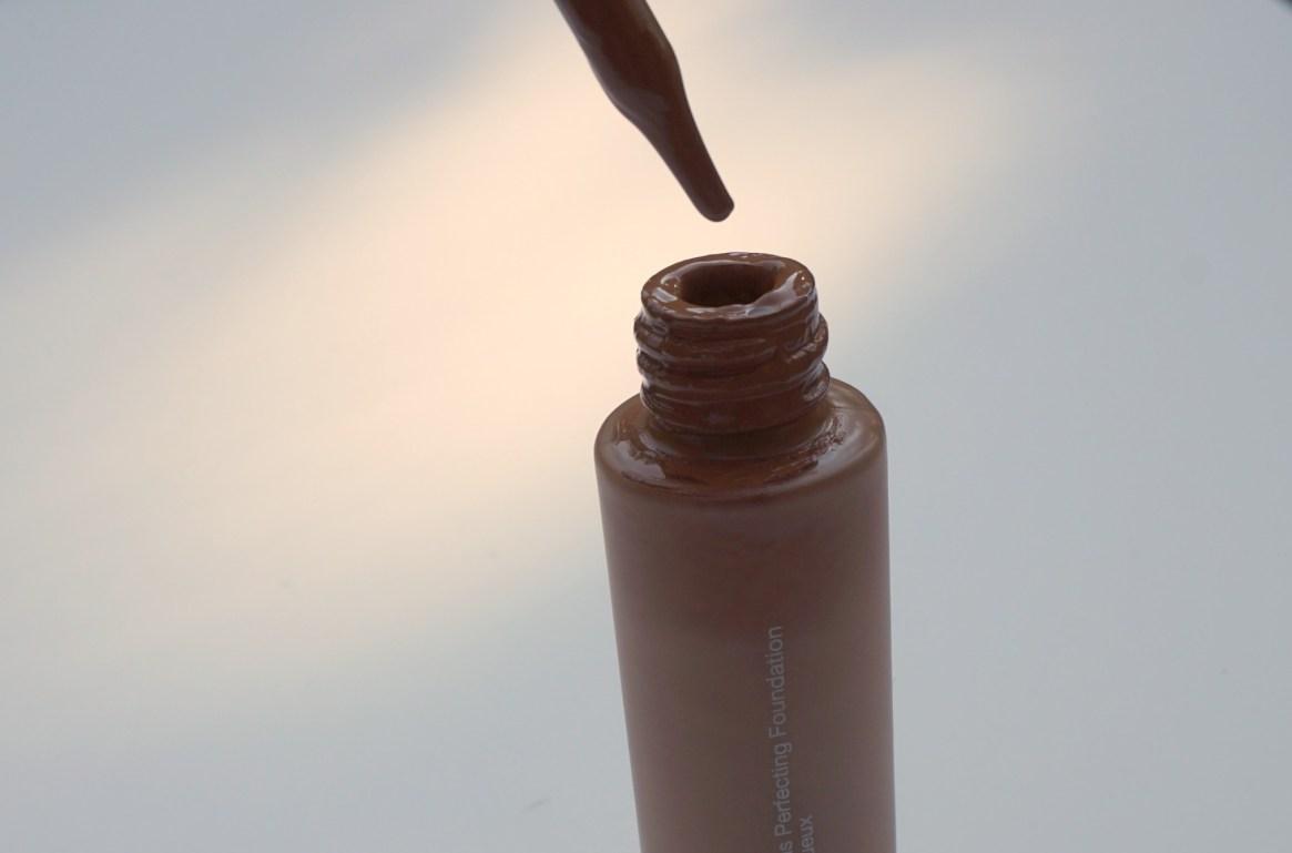 Becca-aqua-luminous-perfecting-foundation-bottle