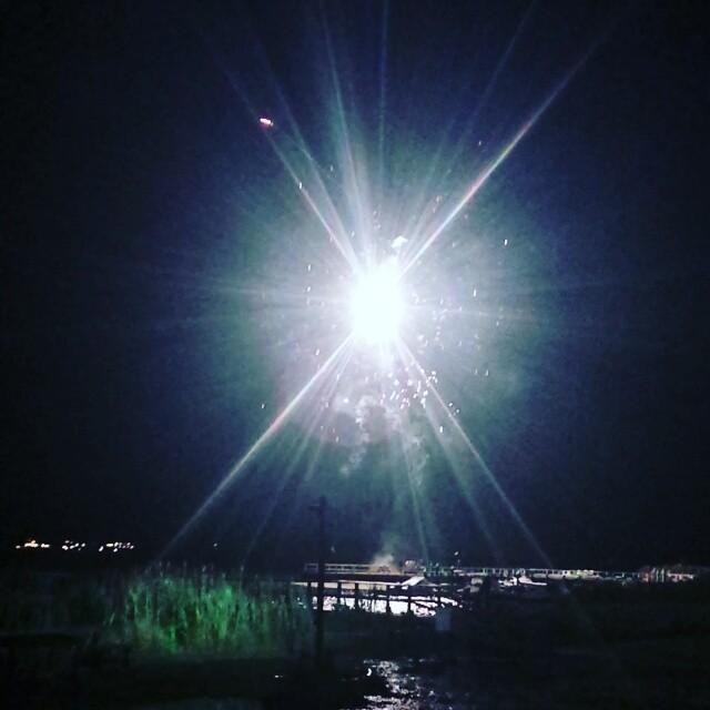 Fireworks Tiana Bay #4thofJuly #muerica #fuckyeah #freedom #fireworks #hamptonbays #hamptons #longisland
