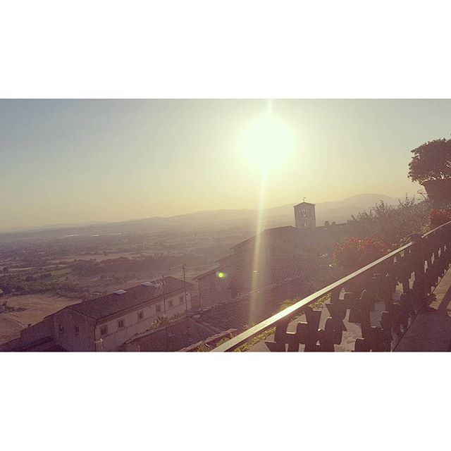 Dinner with a view #chebellaumbria #italy #assisi #umbria #sunset #romantic #ilovethisplace