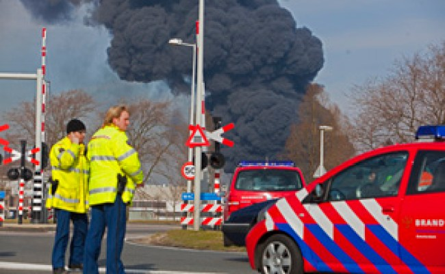 Zeer Grote Brand In Westelijk Havengebied Amsterdam Latexweg