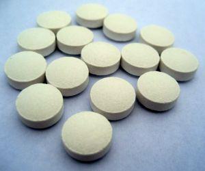 white-round-pills-755945-m