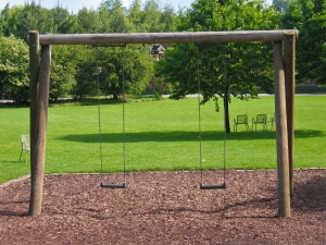 swing-in-a-park-1351566-m