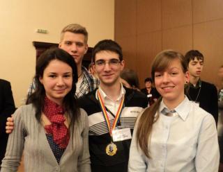 elevi romani premianti la olimpiada de biologie