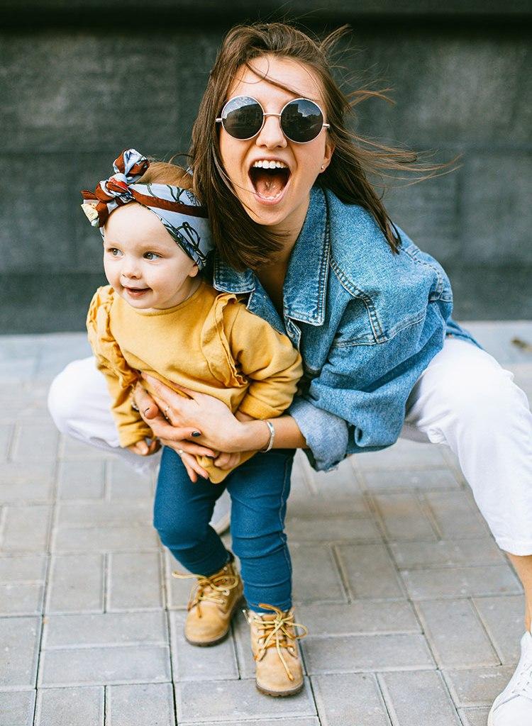 Bild mit Frau und Kind