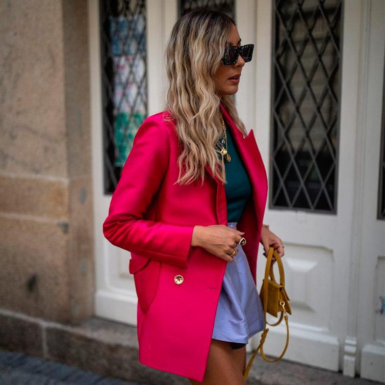 outfit colorido uma das tendências de moda para inverno