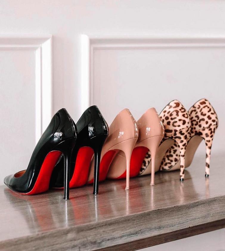 sapatos sola vermelha