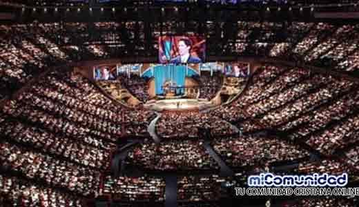 Mega iglesias crecen 5 veces más rápido que al inicio del siglo