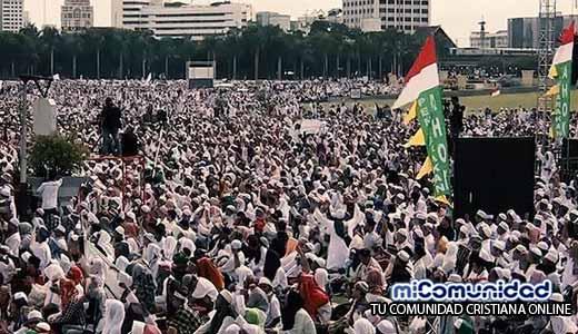 Gobernador cristiano de Indonesia enfrenta cargos de blasfemia contra el Islam
