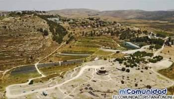 """Arqueólogos que buscan el """"Arca del Pacto"""" hallan Evidencias Reveladoras en Silo"""