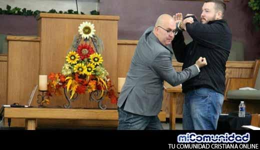 Con armas en el púlpito, pastores estadounidenses quieren evitar atentados