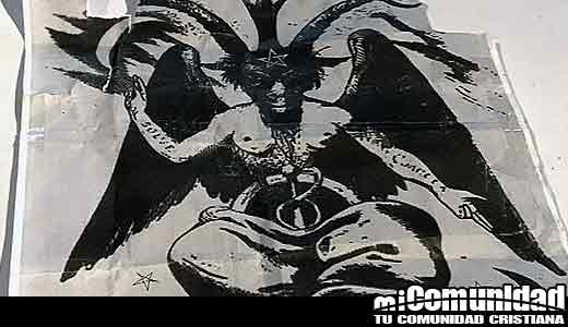 Iglesia blanco de un ataque satanista dejando una imagen satánica en púlpito