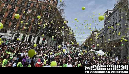 Miles de personas marchan por la vida en Madrid