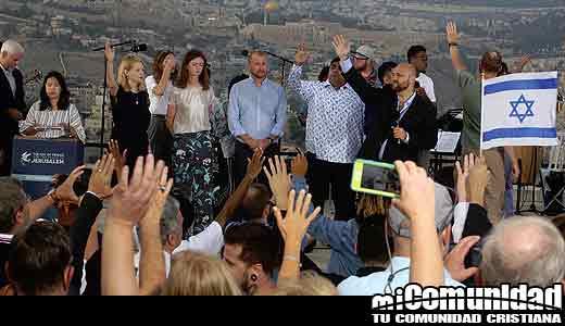 Judíos y cristianos se reúnen para cantar y orar por la paz en Jerusalén