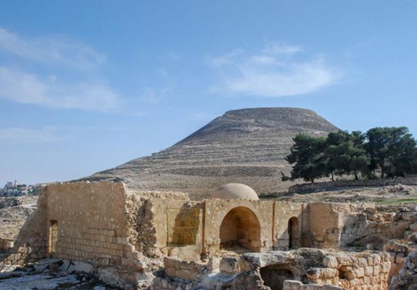 Las ruinas de Herodion o Heroduim, la fortaleza del rey Herodes donde se encontró el anillo. ( vadiml / Adobe)
