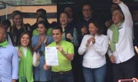 Morenistas y Socialcristianos se unen para proteger a Serrano y bloquear solicitud de renuncia.