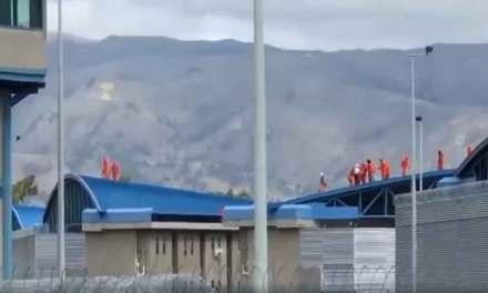 El amotinamiento en cárcel de Latacunga dejó 2 muertos y un policía herido.