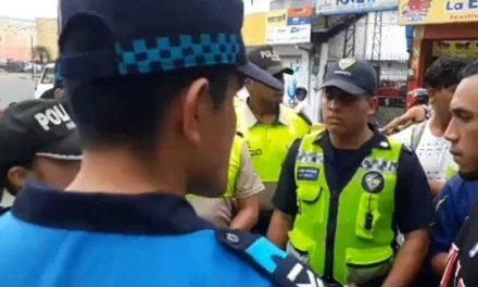 Ayer se cumplió un operativo para retirar a limpiadores de parabrisas en Santo Domingo