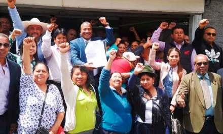 Bolivar Armijos junto a ciudadanos presentan solicitud para convocar a Asamblea Constituyente