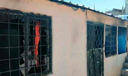 Golpean y queman a dos supuestos ladrones en Quito,Video