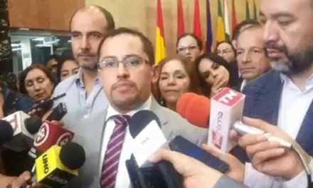 Revolución Ciudadana propone condonación de intereses a deudas de becarios