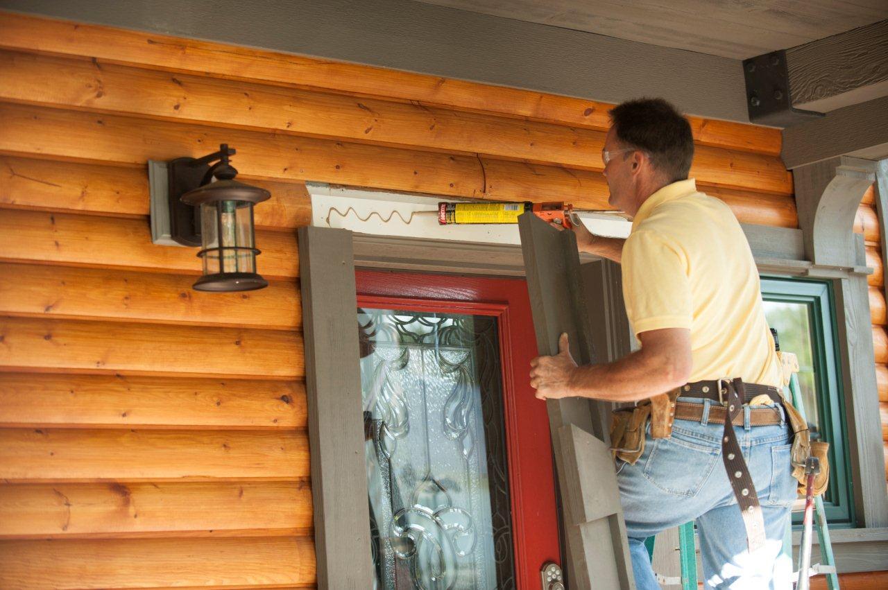 Decorar puertas y ventanas con molduras para exteriores