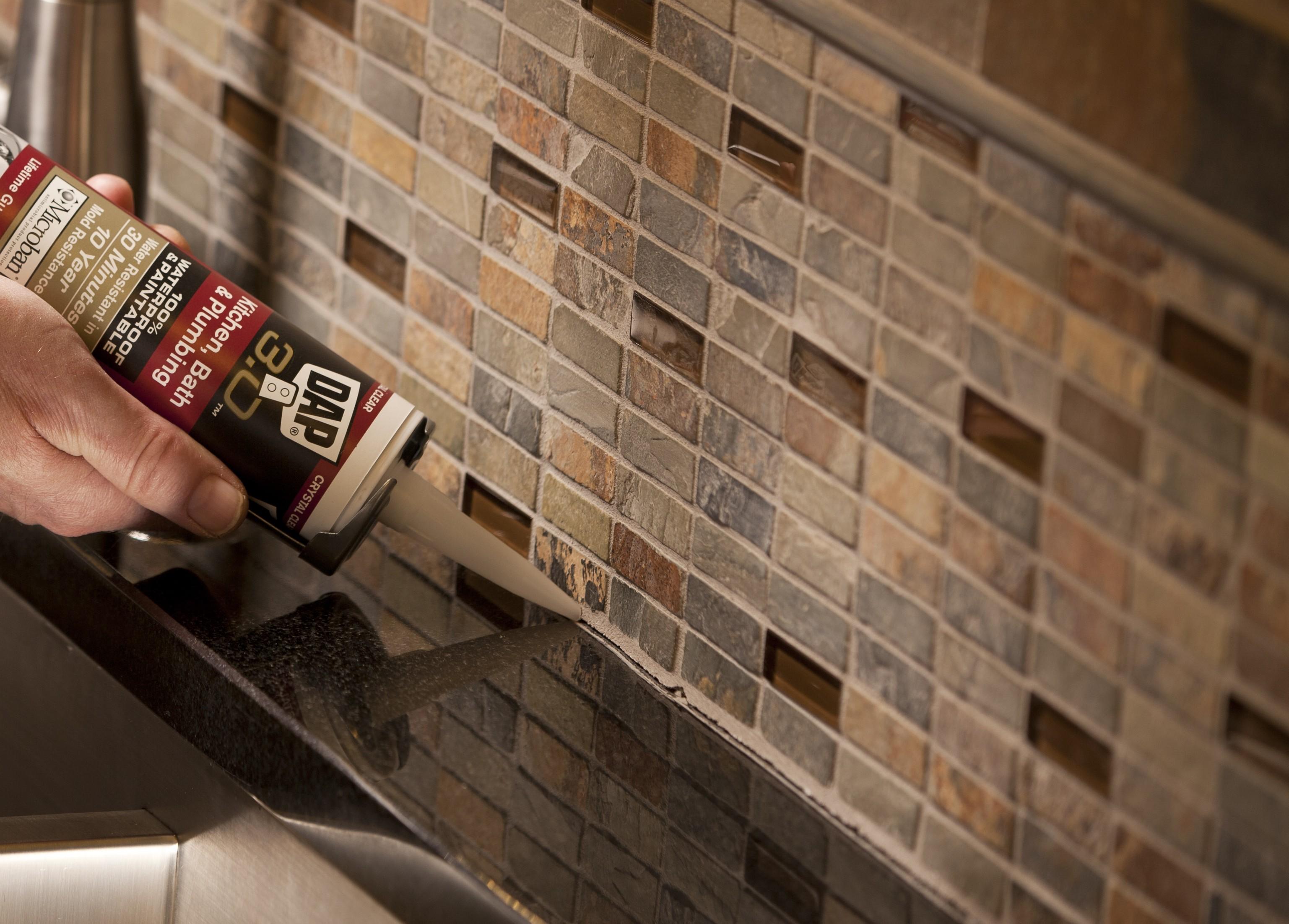 Instalar un backsplash de vidrio en la cocina  Constru