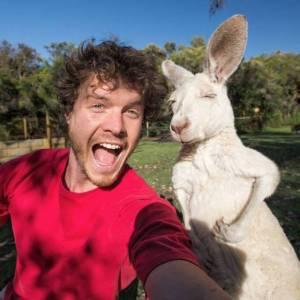 Allan_Dixon_selfie_animal_3