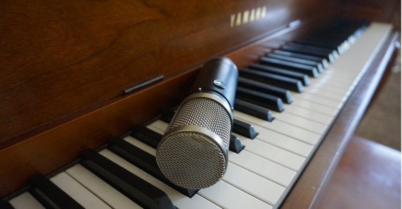 A detailed guide helping you learn how to mic a piano