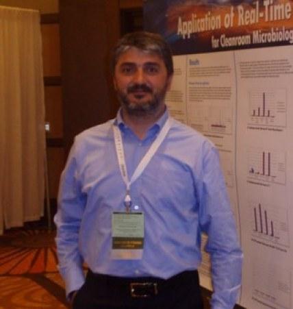 Gilberto Dalmaso durante un altro convegno di microbiologia farmaceutica
