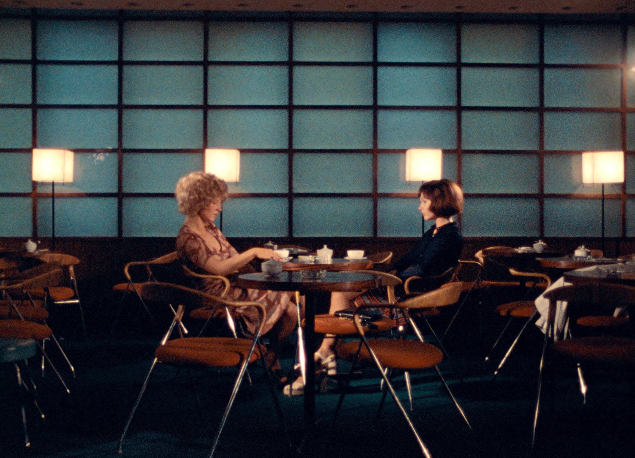 Series: crítica de «Ocho horas no hacen un día», de Rainer Werner Fassbinder