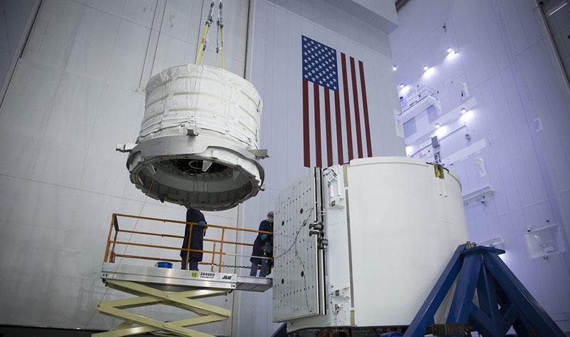 BEAM siendo cargado en su transporte al espacio