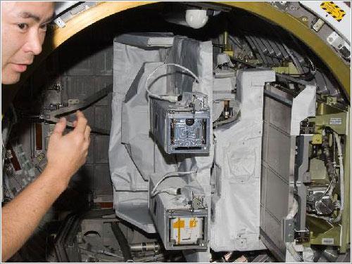 El SSOD en la esclusa de Kibo - NASA