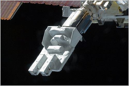 El SSOD en el extremo del brazo robot - NASA